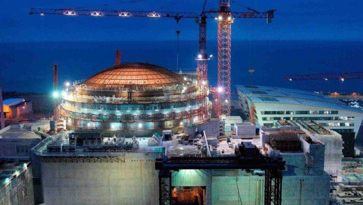 Jaderný reaktor výstavba