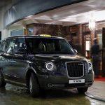 Tradiční londýnské černé taxíky se brzy objeví i v dalších velkých městech