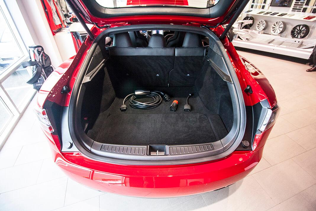 Zavazadlový prostor Tesly Model S, foto: Tomáš Jirka