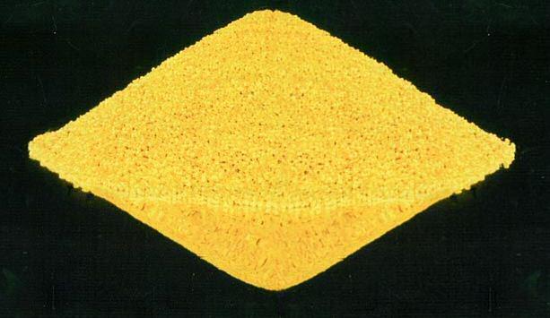 """Uran separovaný od odpadní horniny ve formě oxidu (U3O8) je základní surovinou při výrobě jaderného paliva. Je známý především pod názvem """"žlutý koláč""""; Zdroj: US Department of Energy"""