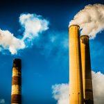 Francouzská komise navrhuje daň pro uhelné elektrárny a minimální cenu EUA