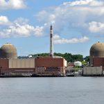 Předčasné uzavírání jaderných elektráren ohrozí klimatické cíle USA, tvrdí zpráva