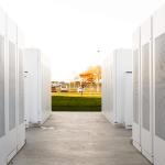 Tesla postaví největší lithium-iontové bateriové uložiště na světě
