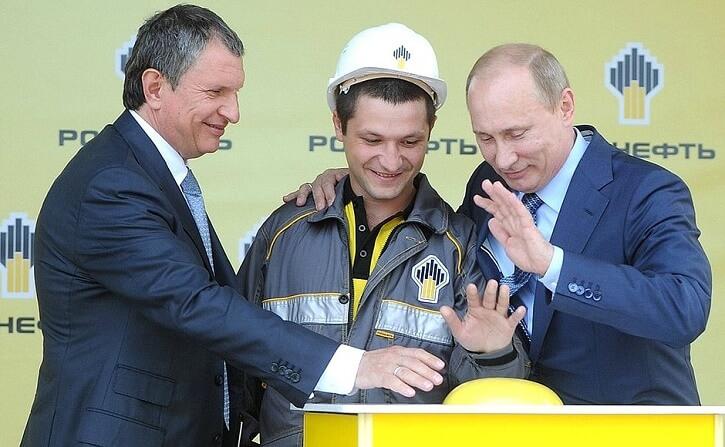 Igor Sečin s Vladimirem Putinem při otevírání nového terminálu v rafinerii Tuapse v roce 2012