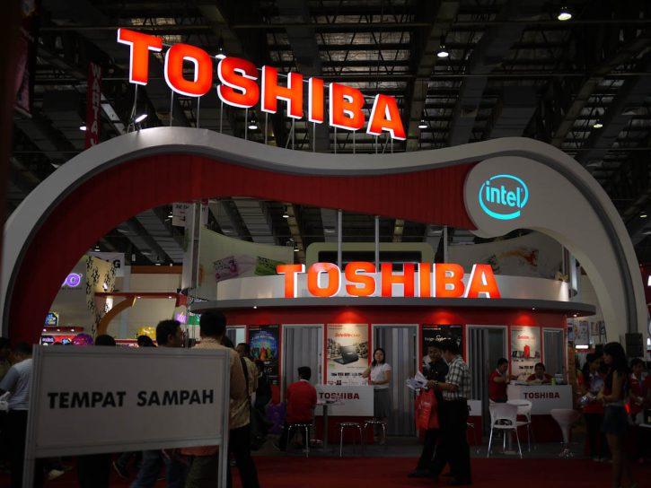 Stánek Toshiba Zdroj: Flickr Autor: Seika