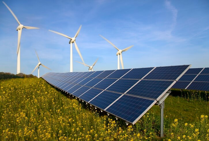 Větrné a fotovoltaické elektrárny.