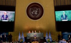Secretary_Kerry_Addresses_Delegates_Before_Signing_the_COP21_Climate_Change_Agreement_on_Earth_Day_in_New_York_(26554283406)