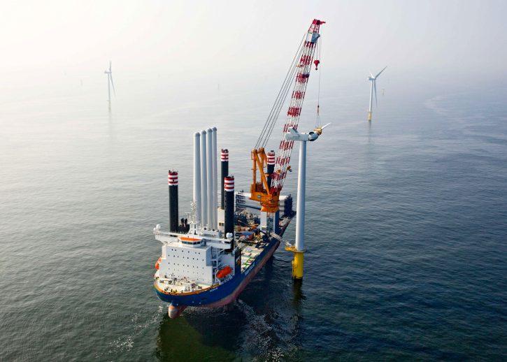 Výstavba offshore větrné elektrárny. Zdroj: .vanoord.com