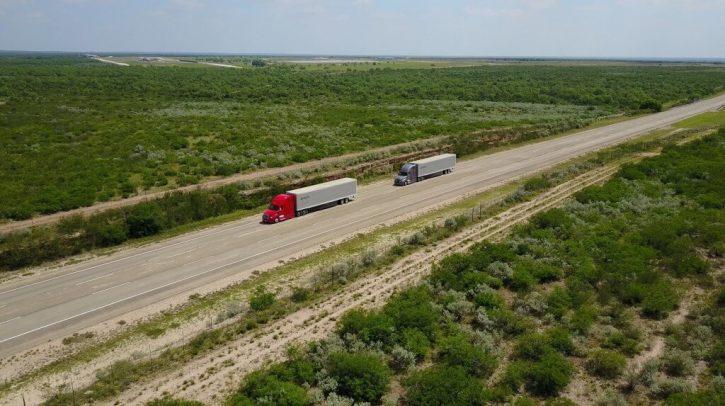 Testování digitálně propojených nákladních vozidel v závěsu na vybraných silnicích v Oregonu a Nevadě