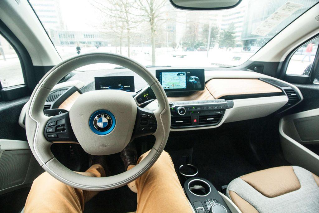 Pracoviště řidiče BMW i3, foto: Tomáš Jirka pro oEnergetice.cz