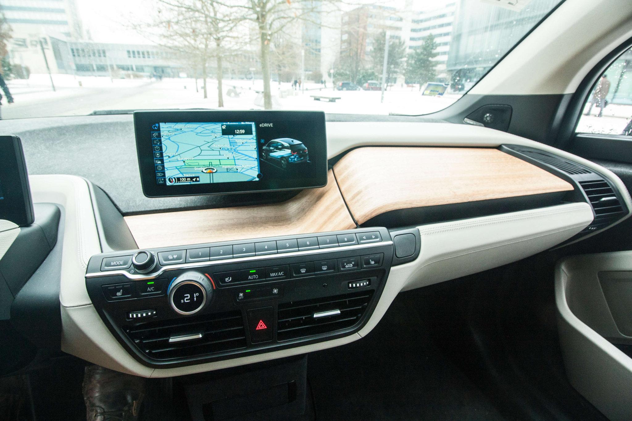 Displej iDrive BMW i3, foto: Tomáš Jirka pro oEnergetice.cz