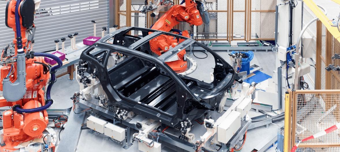 Ukázka skeletu z uhlíkových vláken při výrobě, zdroj: BMW.cz