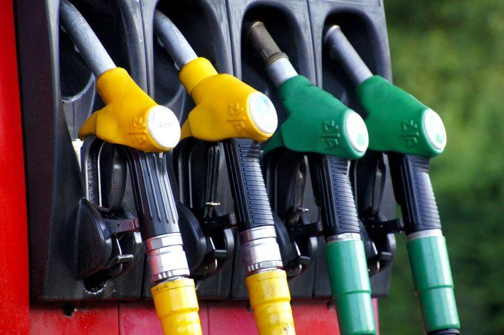 benzín, nafta, ropa