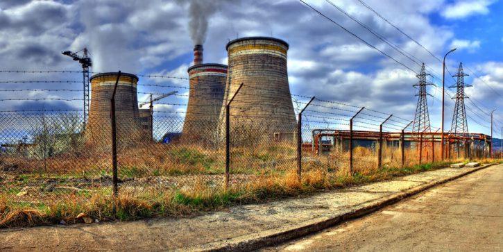 Uhelná elektrárna Republika u města Pernik na západě Bulharska
