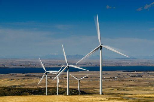 Větrná farma Power County v Idaho (USA), severní část má 7 turbín a jižní 11 turbín o výkonu 2,5 MW. (Zdroj U.S. Department of Energy).