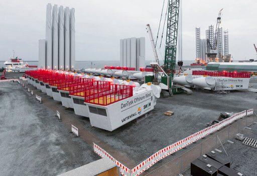Budování mořské větrné farmy Dan Tysk s 80 turbínami o výkonu 3,6 MW (zdroj Vattenfall, foto Paul Langrock)