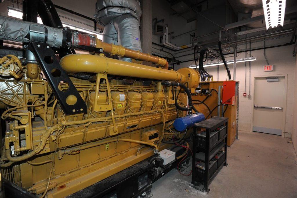 Dieselový motorgenerátor Cat® ve strojovně