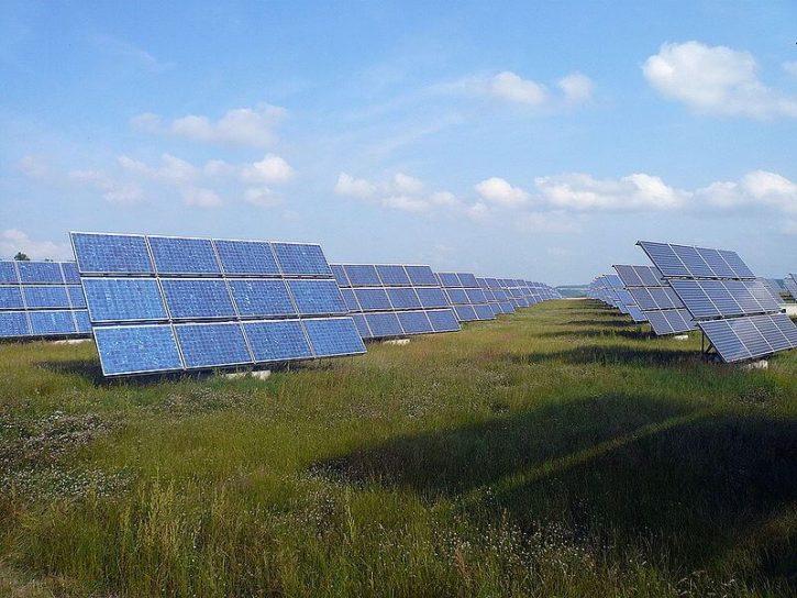 Solární park Erlasee v Německu (zdroj Wiki, Rainer Lippert).