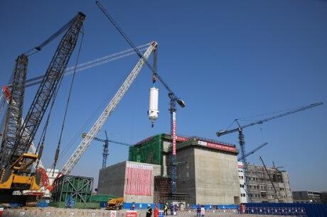 Instalace první nádoby reaktoru HTR-PM v Š´-tao-wan (China Huaneng).
