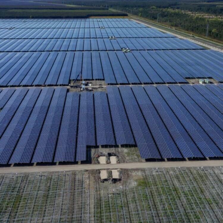 Jedna z největších evropských fotovoltaických elektráren je francouzská Cestas s výkonem 300 MWp (zdroj Gimball Prod).