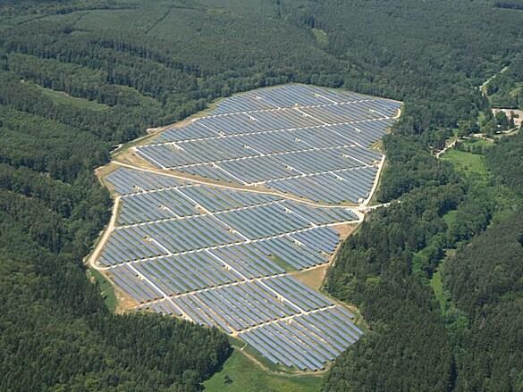 Elektrárna Ralsko Ra1a je součástí jedné z největších fotovoltaických elektráren v Česku (zdroj http://www.sudop.cz/).