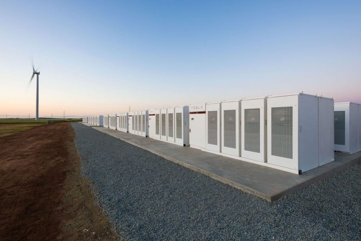 Tesla battery pack Australia. Zdroj: http://mashable.com