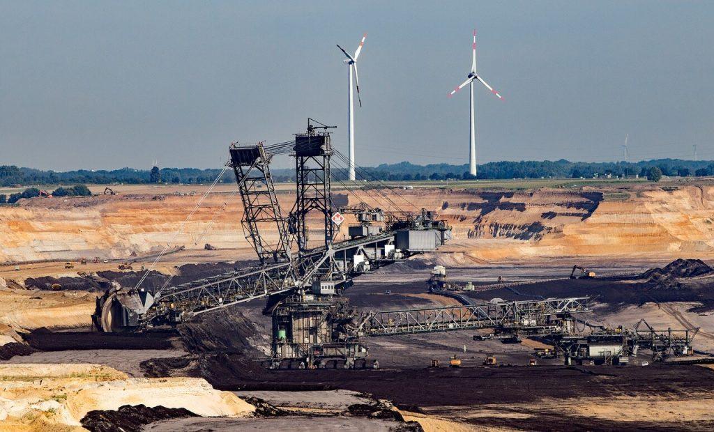 Větrné elektrárny u uhelného lomu