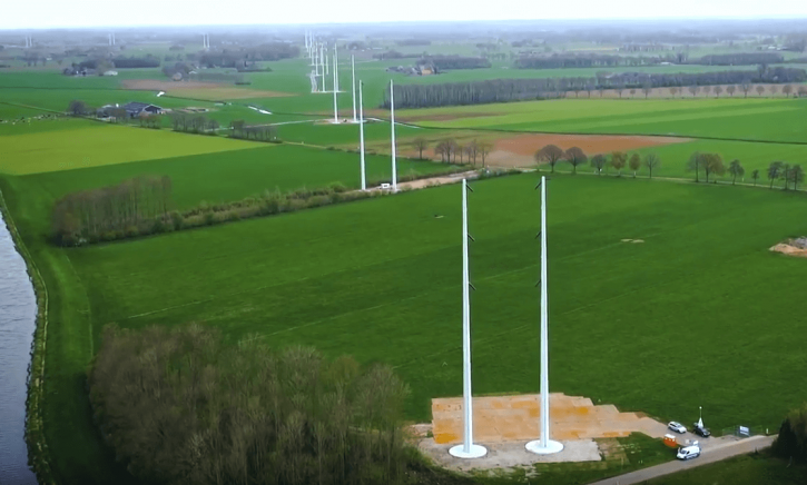 Instalace nového HVDC vedení mezi Nizozemskem a Německem. Zdroj: Youtube kanál TenneT