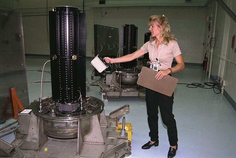 Radionuklidové zdroje GPHS-RTG, které se používaly pro lety do vnějších oblastí Sluneční soustavy (zdroj NASA)