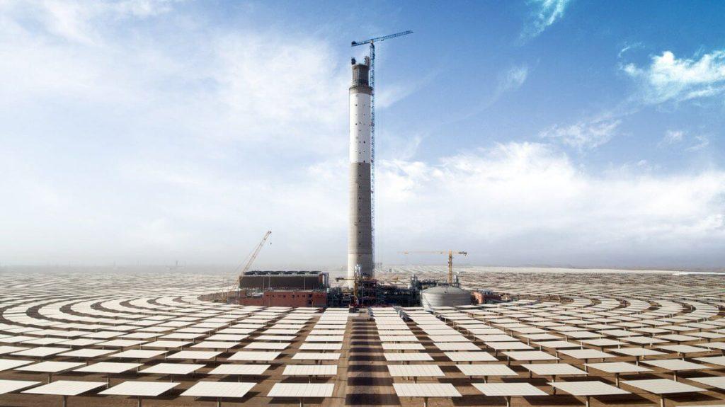 Výstavba marocké koncentrační elektrárny (CSP) Noor III. Zdroj Twitter: @MasenOfficiel