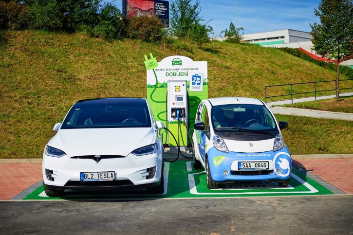 ABB fast-charging station for electric vehicles launched at a Lidl store. Zdroj: ABB