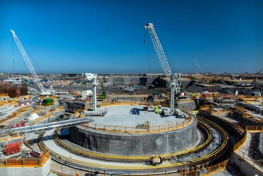 Současné obrázky z budování reaktoru EPR v britské jaderné elektrárně Hinkley Point C – oblast budoucího jaderného ostrova (zdroj EDF).