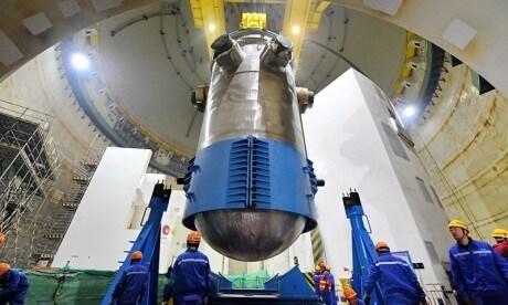 Instalace reaktorové nádoby bloku Fu-čching 5 (zdroj CNEC).