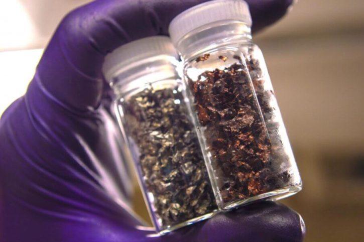 Materiály získané z lithium-iontových baterií. Autor: Lei Pan