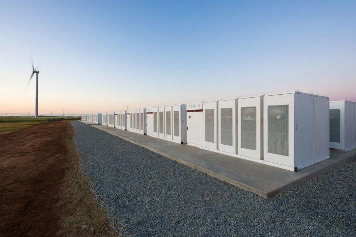 Akumulátorové úložiště dodané Elonem Muskem do Austrálie (zdroj Tesla)