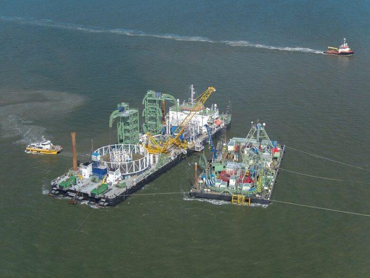 Plavidla převážející část kabelů pro německou podmořskou část vedení NordLink. Zdroj: TenneT