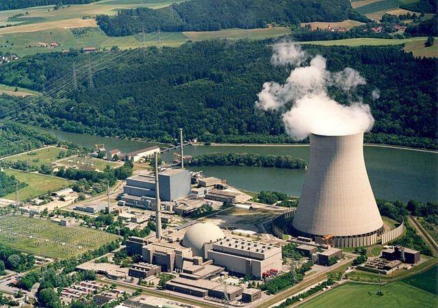 Odstavování jaderných bloků v Německu je jediná část Energiewende, která probíhá podle plánu. Isar 2 bude jedním z posledních bloků, které se v roce 2022 odstaví (zdroj Wikipedie)