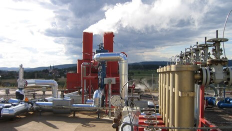 Francouzský pilotní projekt HDR geotermální elektrárny s výkonem 1,5 MW v Soultz-sous-Forêts v Alsasku (zdroj GEIE Exploitation minière de la chaleur).
