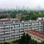 Komunitní fotovoltaická elektrárna na střeše domu Elmore House v lonskýnském Brixtonu. Zdroj: EDF
