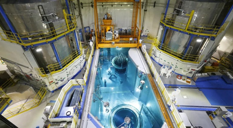 Zavážení paliva na 5. bloku jaderné elektrárny Tianwan