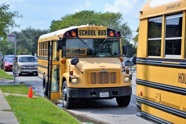 Typická americký školní autobus